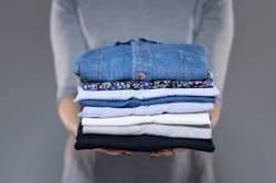 9 วิธีทำให้ ผ้าเรียบโดยไม่ต้องรีด ง่ายๆ ใครๆก็ทำได้