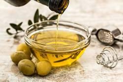 6 คุณ ประโยชน์ของน้ำมันมะกอก ดีต่อสุขภาพหลาย ๆ ด้านแบบล้นเหลือ